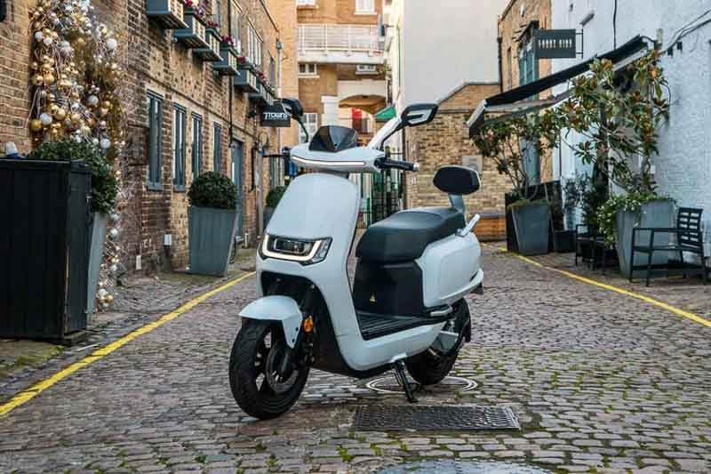 Sunra Robo electric scooters launch in UK   NEWS