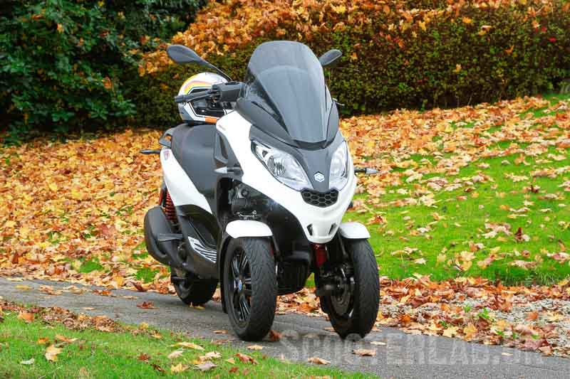 Looking for an alternative to public transport? Piaggio MP3 Sport 300 | FEATURE